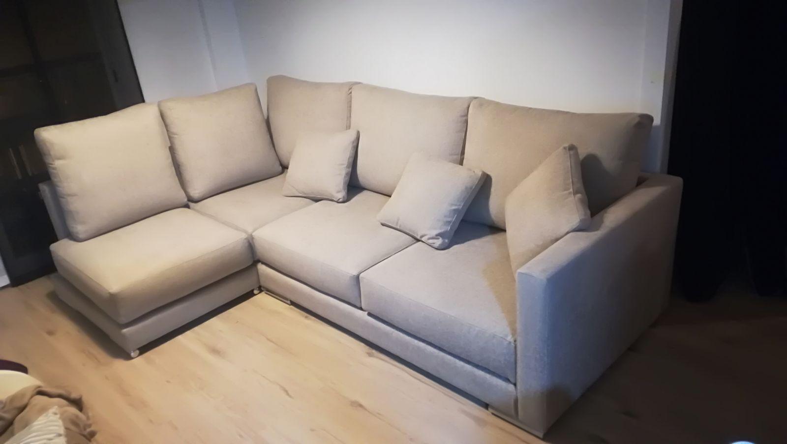 Sofa bajo respaldos altos cojines grandes de una pieza y reposabrazos - Cojines grandes para sofa ...